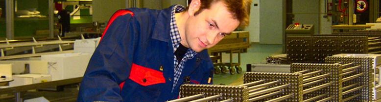 ANF Mann mit Brennelement web