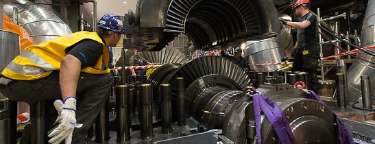 KKG Revision 27 Montage des oberen Innengehaeuses der Hochdruckturbine